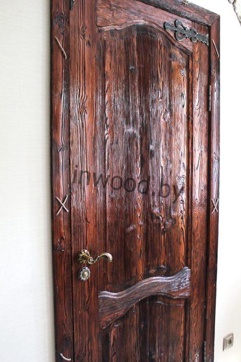 двери под старину из дерева (фото)