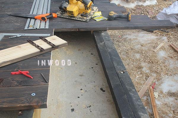 foto process montazha terrasu iz dereva shubniki