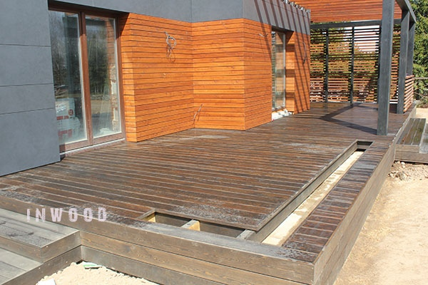 terassa v sochetanii c plankenom foto